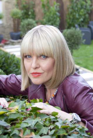 Agatha Raisin  Ashley Jensen as Agatha Raisin.  ©Jon Hall for Sky September 2014